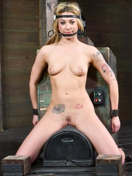 Dahlia Sky Gets The Sybian Ride, pic #5