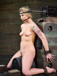 Dahlia Sky Gets The Sybian Ride, pic #6